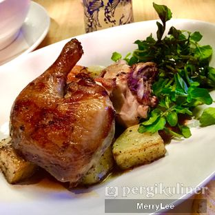Foto 4 - Makanan(Herbs Infused Roasted Half Chicken) di Social House oleh Merry Lee