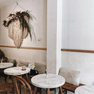 Foto 2 - Interior di Guten Morgen Coffee Lab & Shop oleh Della Ayu