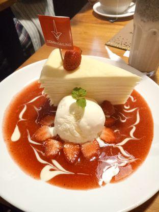 Foto - Makanan(Mille crepes strawberry) di De Mandailing Cafe N Eatery oleh Ratu Aghnia