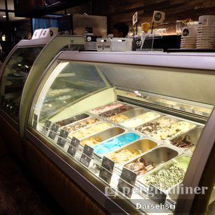 Foto 10 - Interior di GB Bistro & Dessert oleh Darsehsri Handayani