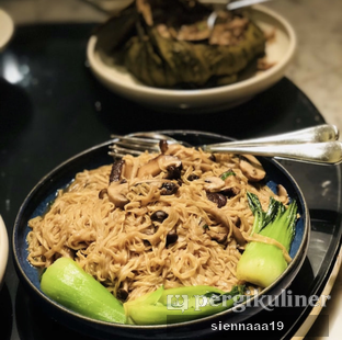 Foto 4 - Makanan(Braised E-Fu Noodles and wild mushrooms with black truffle paste) di Jia Dining - Hotel Shangri-La oleh Sienna Paramitha