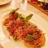 Foto Spaghettoni Pomodoro with mamma's wagyu meatball di Osteria Gia