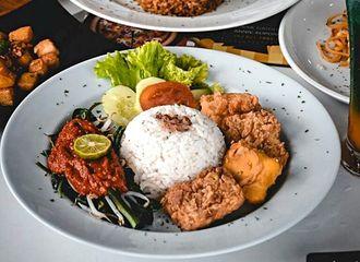 16 Tempat Makan Enak di Bandung yang Murah Meriah