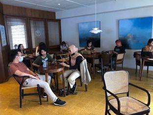Foto 6 - Interior(indoor) di Two Hands Full oleh Budi Lee