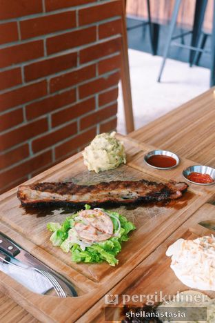 Foto 3 - Makanan(Smoked Brisket) di Ang's Grille - Hotel Ibis Budget Jakarta Cikini oleh Shella Anastasia