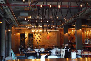 Foto 1 - Interior di Common People Eatery & Bar oleh Muhammad Fadhlan