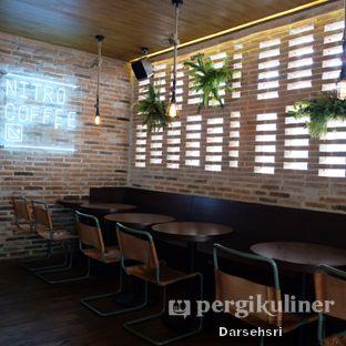 Foto 5 - Interior di Nitro Coffee oleh Darsehsri Handayani