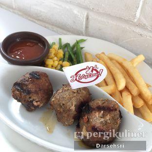 Foto 3 - Makanan(Meatballls) di Holycow! STEAKHOUSE by Chef Afit oleh Darsehsri Handayani