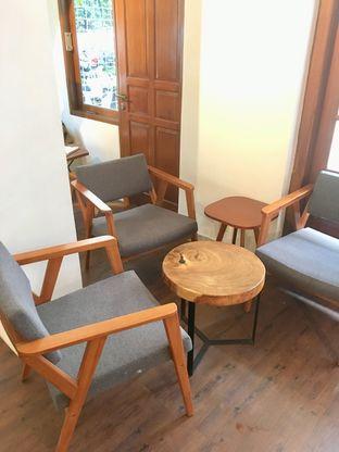 Foto 9 - Interior di Simetri Coffee Roasters oleh Prido ZH