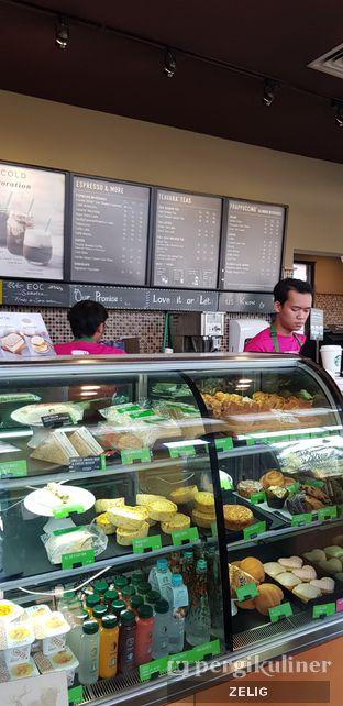 Foto 5 - Interior di Starbucks Coffee oleh @teddyzelig