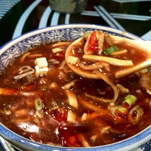 Foto 1 - Makanan(Braised Shredded Chicken Hot Sour Soup) di Fook Yew oleh Magdalena Fridawati