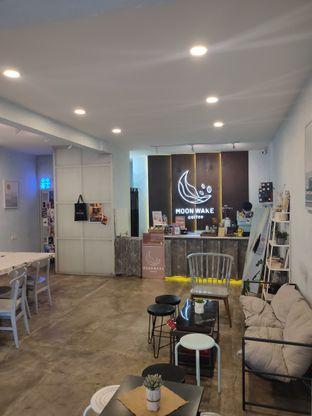 Foto 3 - Interior di Moonwake Coffee oleh Suka Kopi & Ngemil