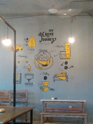 Foto 5 - Interior di Yellow Truck Coffee oleh Rahmi Febriani