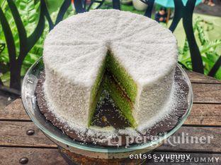 Foto 4 - Makanan(Klepon Pandan Cake) di Kopi Kitchen oleh Yummy Eats