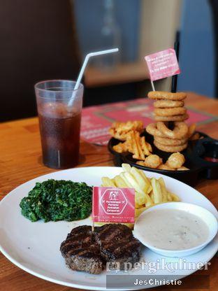 Foto 1 - Makanan(Buddy's Special Steak) di Steak Hotel by Holycow! oleh JC Wen
