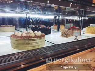 Foto 5 - Interior(cake display 2) di Domi Deli oleh @supeririy