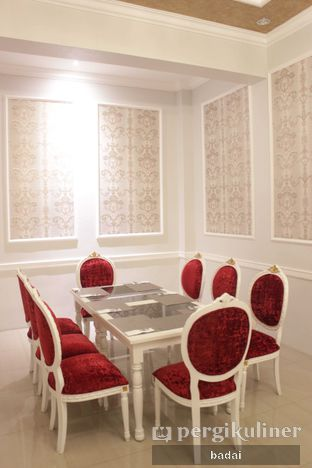 Foto 8 - Interior(bagian depan) di Ali Baba Middle East Resto & Grill oleh Winata Arafad