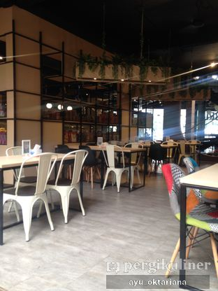 Foto 9 - Interior di Colibri Cafe & Bakery oleh a bogus foodie