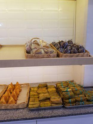 Foto 10 - Makanan di Dandy Bakery oleh Yuli || IG: @franzeskayuli