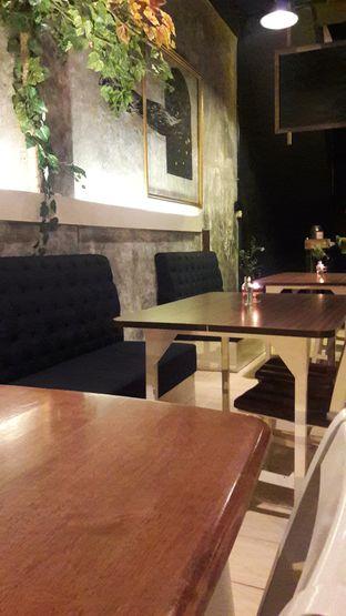 Foto 3 - Interior di Lusso Cafe & Resto oleh Nisanis