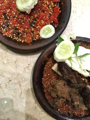Foto 1 - Makanan(Iga & Otot Penyet + Sambal Korek (1)) di Warung Leko oleh Moodyeats