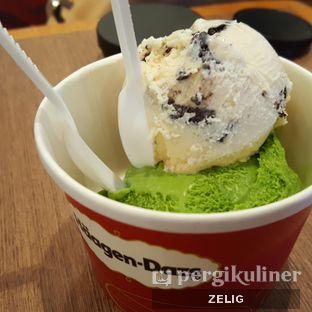 Foto - Makanan(Green Tea + Cookies & Cream) di Haagen - Dazs oleh @teddyzelig