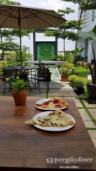 Foto 4 - Makanan di Sliced Pizzeria oleh UrsAndNic