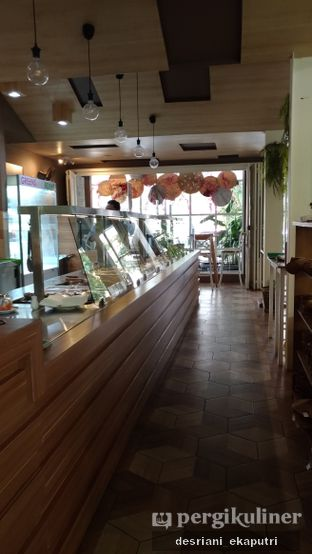 Foto 5 - Interior di Greens and Beans oleh Desriani Ekaputri (@rian_ry)