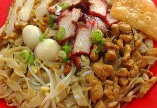 Foto 1 - Makanan(Bakmie Ayam) di Bakmi Kepiting Pontianak oleh Natalia Angelina