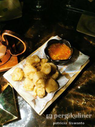 Foto 4 - Makanan(Fried calamari) di Shu Bar oleh Patsyy
