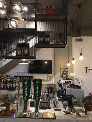 Foto 10 - Interior di Trvffle Bistro oleh Jeljel