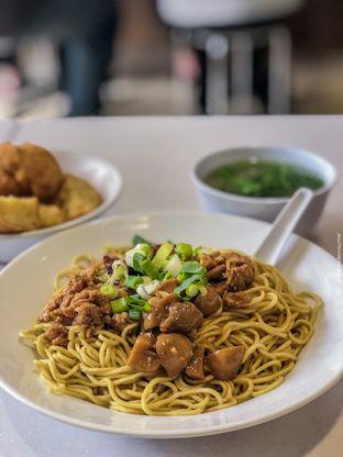 Foto - Makanan di Bakmie Aloi oleh IG: divisikonsumsi