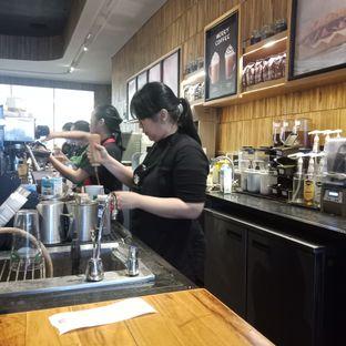 Foto 3 - Interior di Starbucks Coffee oleh Fensi Safan