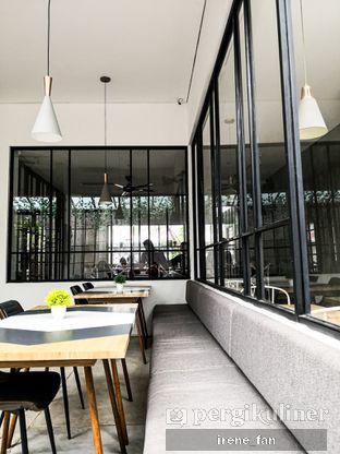 Foto 3 - Interior di Atlast Kahve & Kitchen oleh Irene Stefannie @_irenefanderland