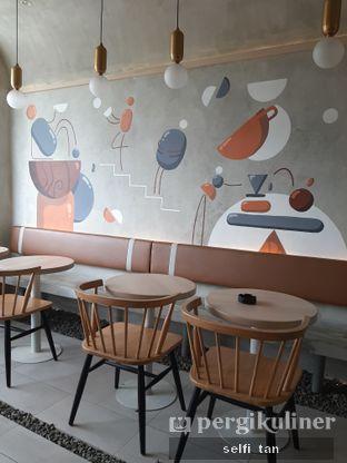 Foto 10 - Interior di Coffeeright oleh Selfi Tan