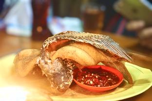 Foto 2 - Makanan(Gurame Goreng) di Parit 9 Seafood oleh Fadhlur Rohman