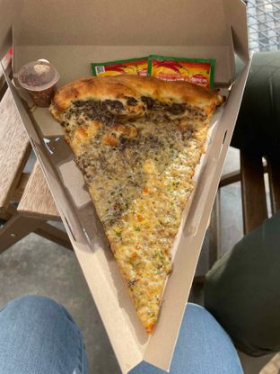 Foto 5 - Makanan di Sliced Pizzeria oleh @diokharisma