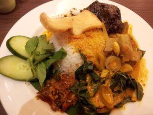 Foto - Makanan(Rames rendang) di Kafe Betawi oleh Edbert