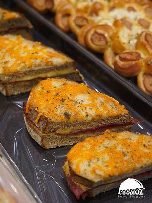 Foto 2 - Makanan di Tous Les Jours Cafe oleh IG: FOODIOZ