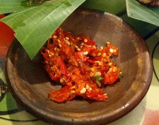 Foto 2 - Makanan(Sambal bawang) di Waroeng SS oleh Jocelin Muliawan
