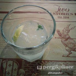 Foto review Two Stories oleh Jihan Rahayu Putri 3