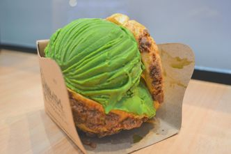 Foto Makanan di Hokkaido Icecream Puff