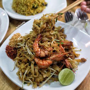Foto 6 - Makanan(Pad thay) di Bolan Thai Street Kitchen oleh Stellachubby