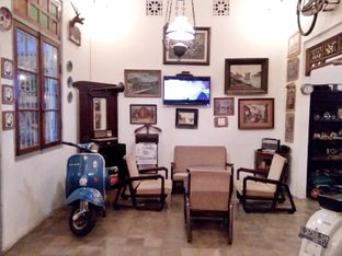 Foto 3 - Interior di Grand Father Coffee Shop oleh Ratu Aghnia