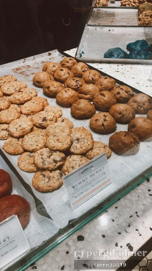 Foto 3 - Makanan(cookies display) di Dough Lab oleh Sienna Paramitha