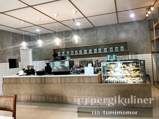 Foto 3 - Interior di Dailydose Coffee & Eatery oleh riamrt