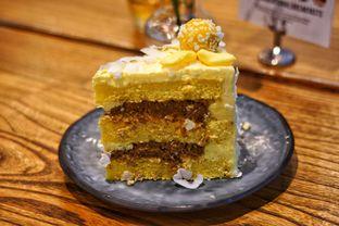 Foto 2 - Makanan(Durian Klepon Cake) di Toby's Estate oleh Fadhlur Rohman