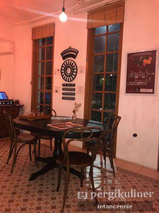 Foto 5 - Interior di Pantjoran Tea House oleh bataLKurus
