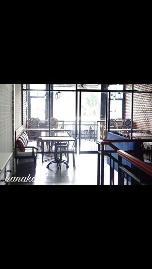 Foto 8 - Interior di Monchitto Gourmet Pizza oleh Nanakoot