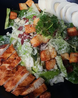 Foto 1 - Makanan(Classic Caesar Salad) di The Spoke Bistro oleh Claudia @grownnotborn.id